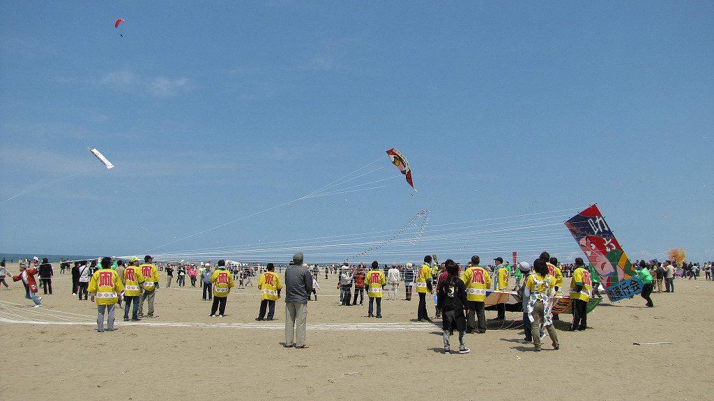 Preparing to launch massive kites at Uchinada's Peaceful World Kite Festival
