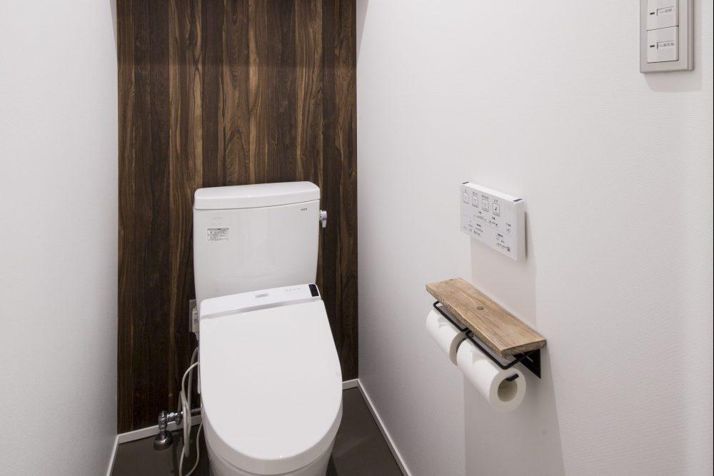 Clean toilet rooms in Kaname Hostel