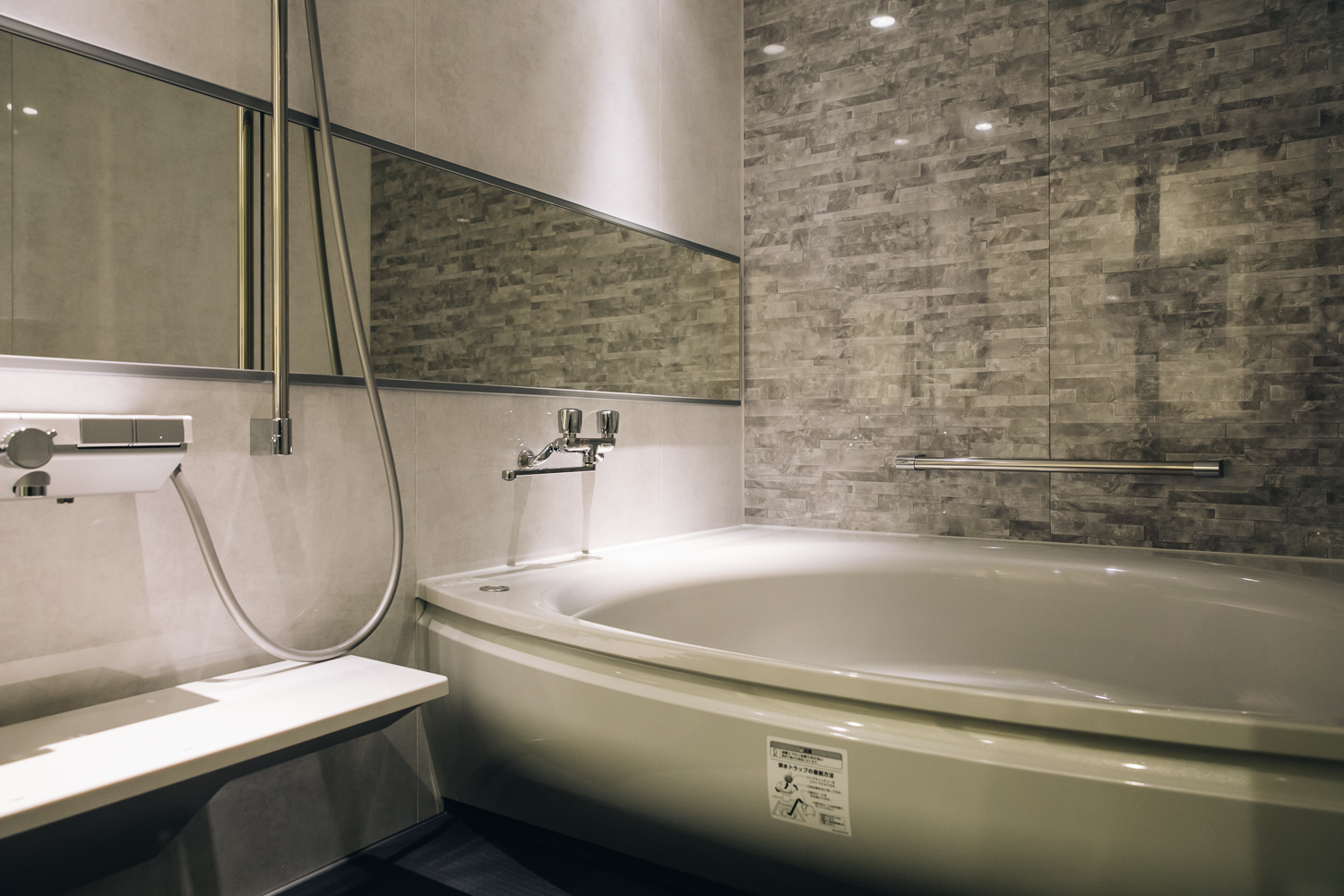 Our Deluxe Room\'s Large and Luxurious Bathtub | Kaname Group ...