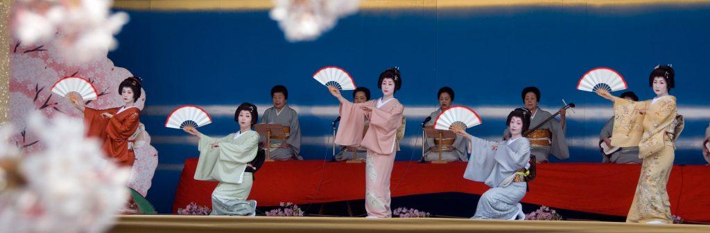 geisha dance in kanazawa