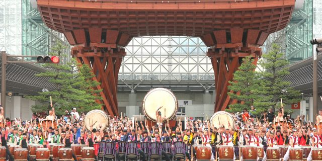 100 Taiko Drums in front of Kanazawa Station's Drum Gate for the Hyakumangoku Festival
