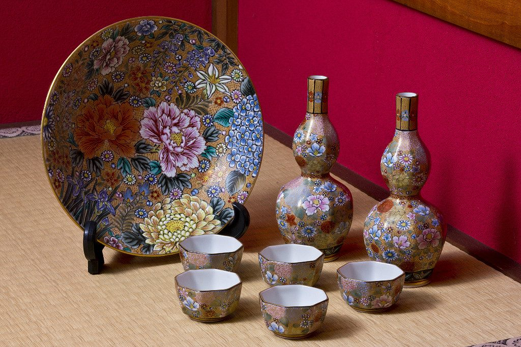 Kutani Pottery set, courtesy of the City of Kanazawa