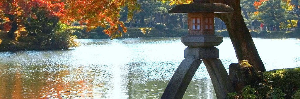 Kotoji Toro, the Koto-Bridge Shaped Lantern of Kenroku-en in Kanazawa, in Autumn