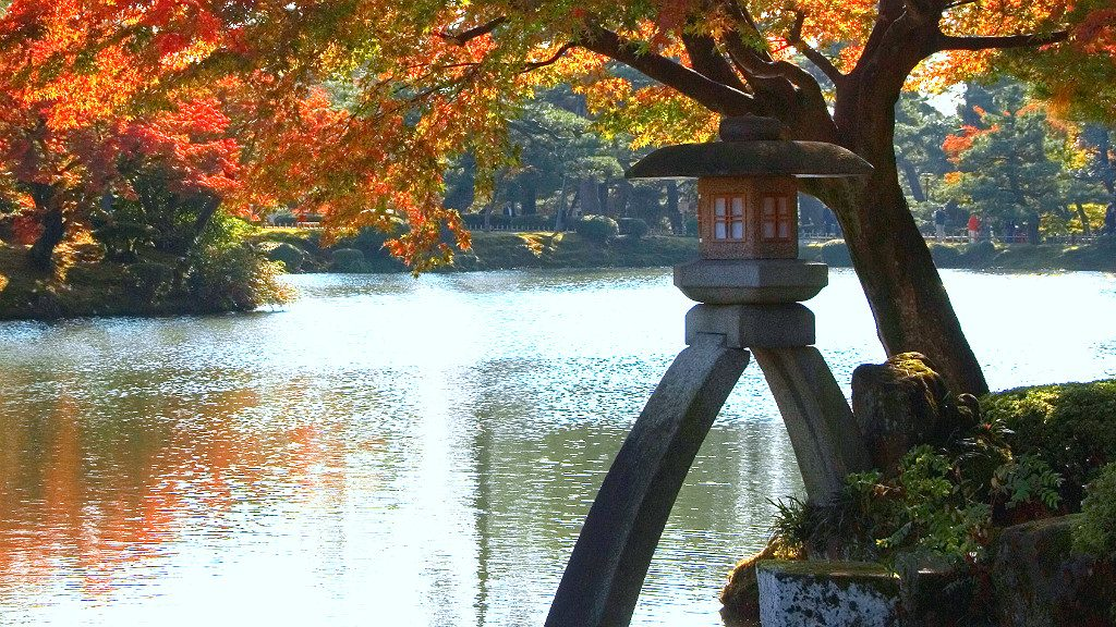 Kotoji Toro, the Koto-Bridge Shaped Lantern of Kenroku-en in Kanazawa, in Autumn