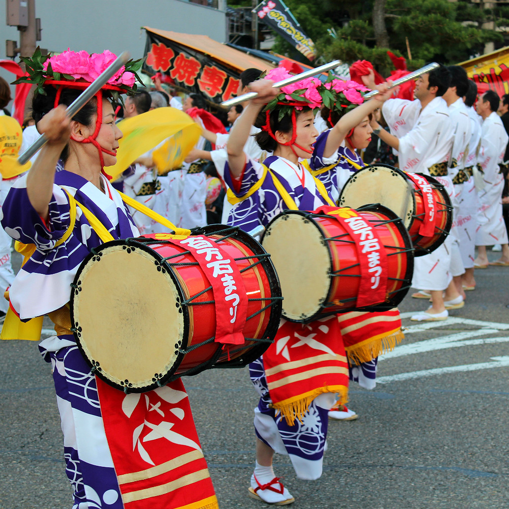 Hyakumangoku parade drummers at the festival