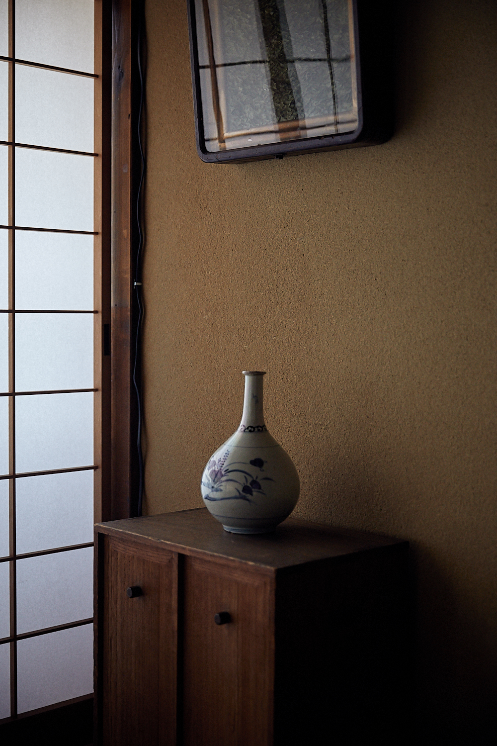 Machiya look best when decorated with items that share its style: simple, detailed, and finely made