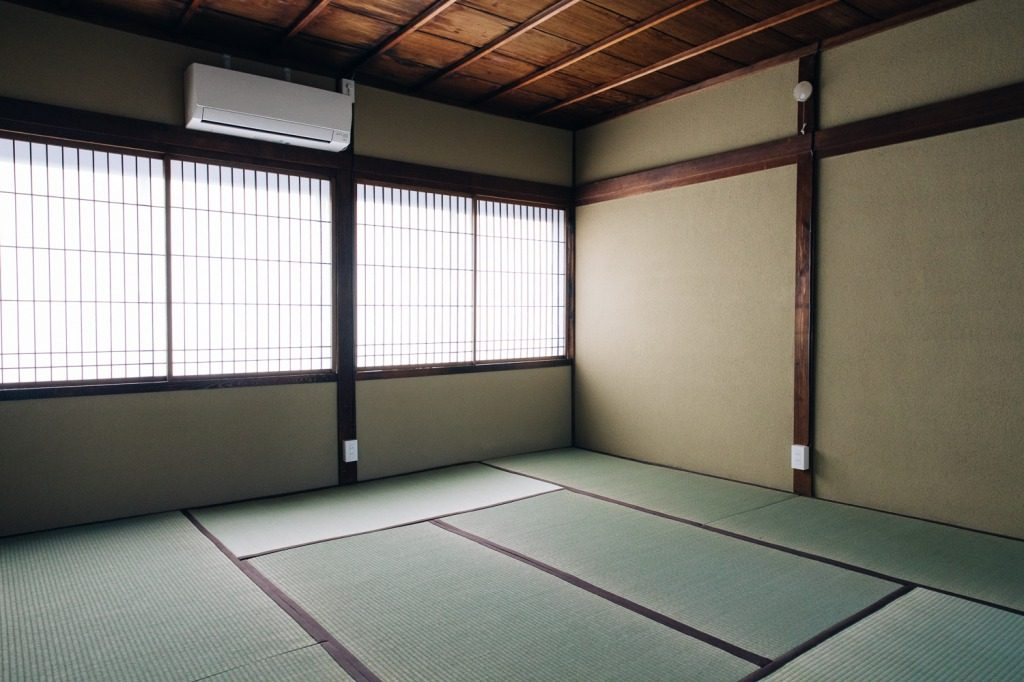 Tatami straw mats keep the floor of the machiya soft and cool