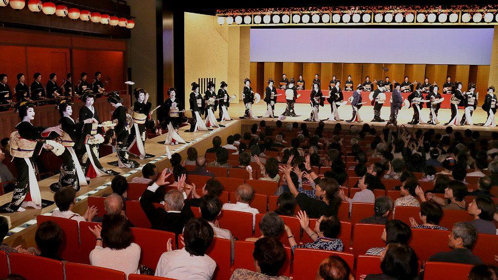 Kanazawa Odori event, photo from hokurikushinkansen-navi.jp