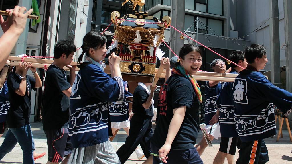 Mikoshi Shrine passing in front of Kaname Inn Tatemachi in Kanazawa