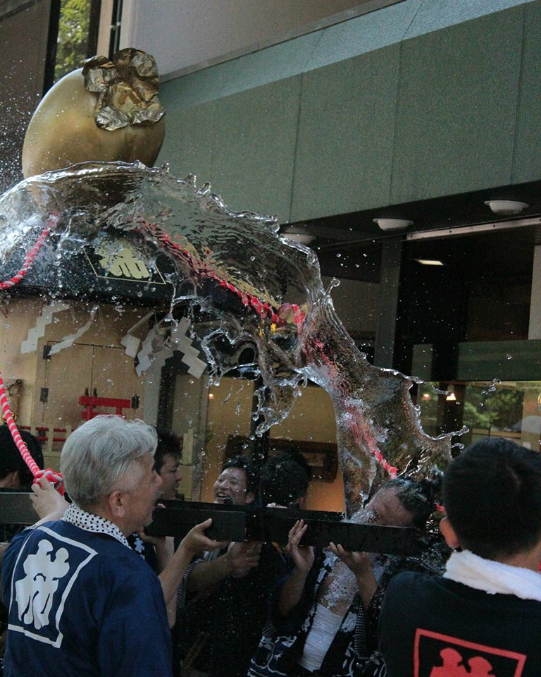Mikoshi sprayed with water in Kanazawa
