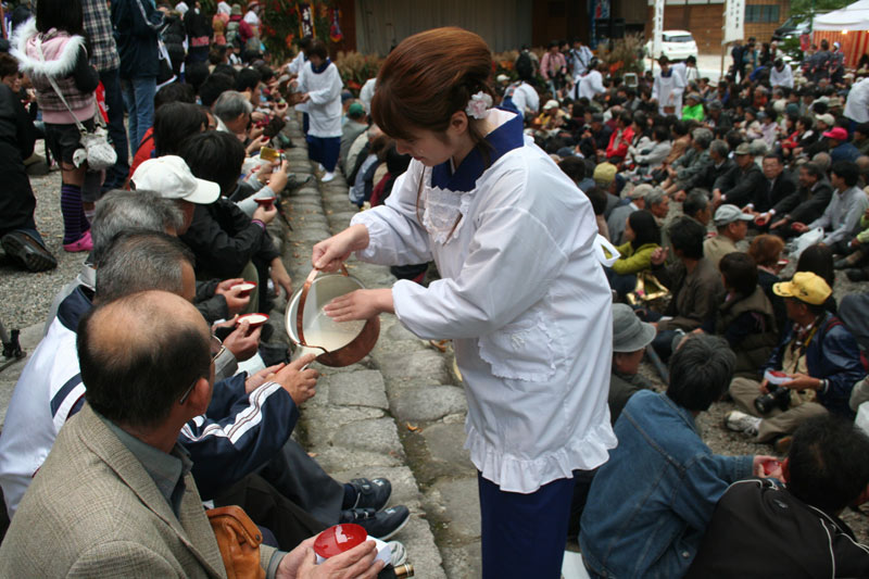 Doburoku Sake served to the crowds in Shirakawago