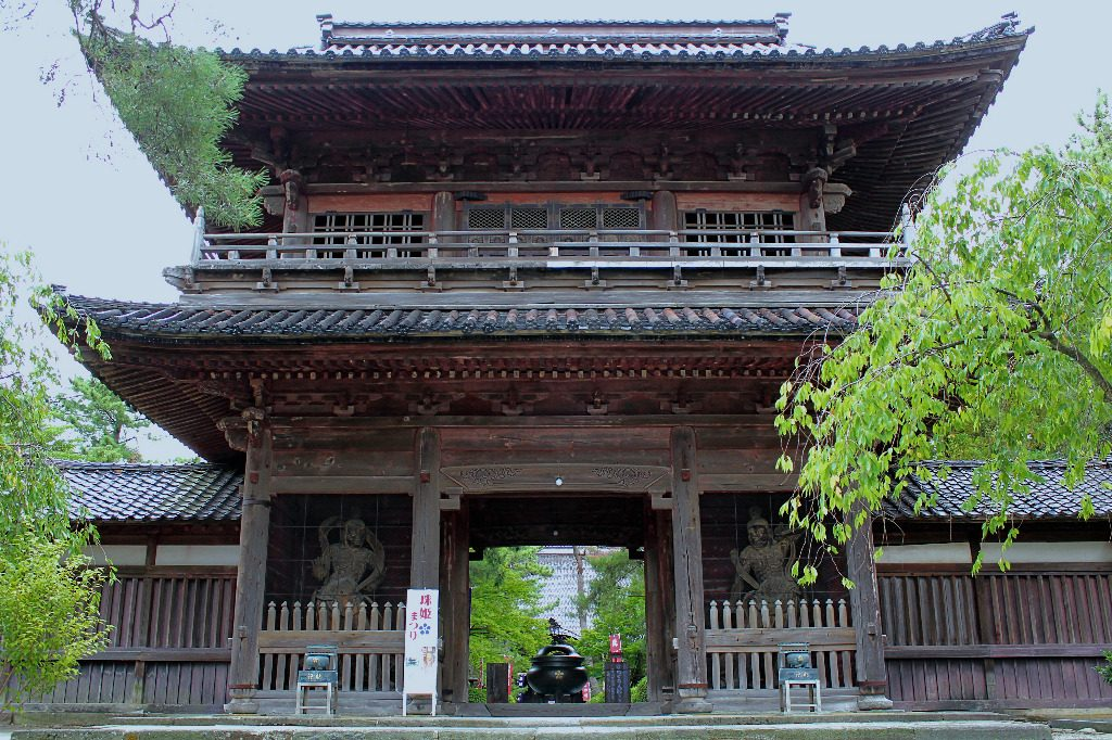 The front gate of Tentokuin Temple in Kanazawa
