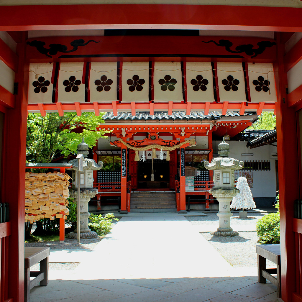 Entrance gate to Kanazawa Shrine