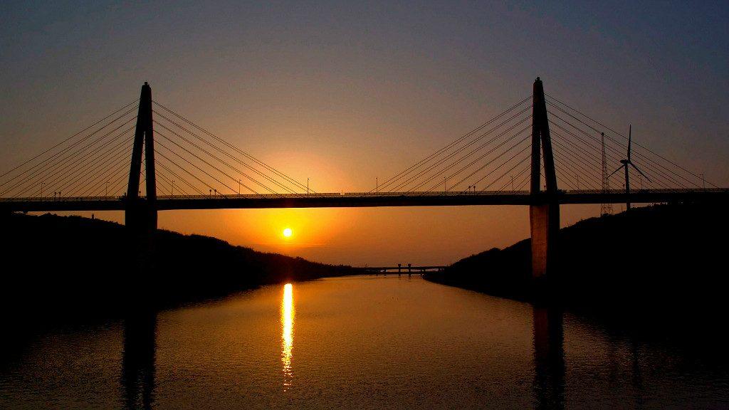 Sunset Bridge at sunset, photo from Uchinada Tourism Association