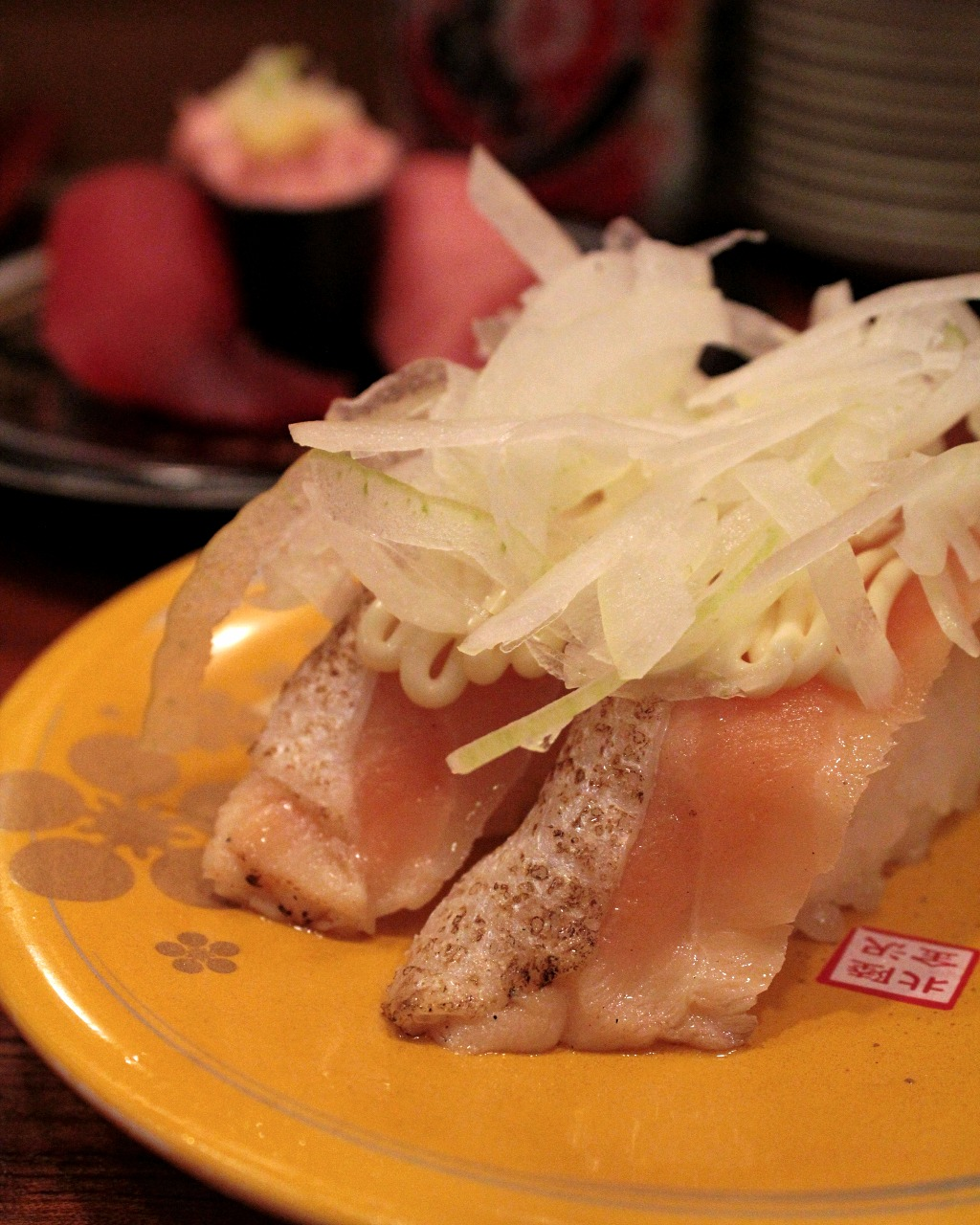 Slightly seared sushi with a generous portion of green onion at Mori Mori Sushi in Omicho Fish Market, Kanazawa, Japan