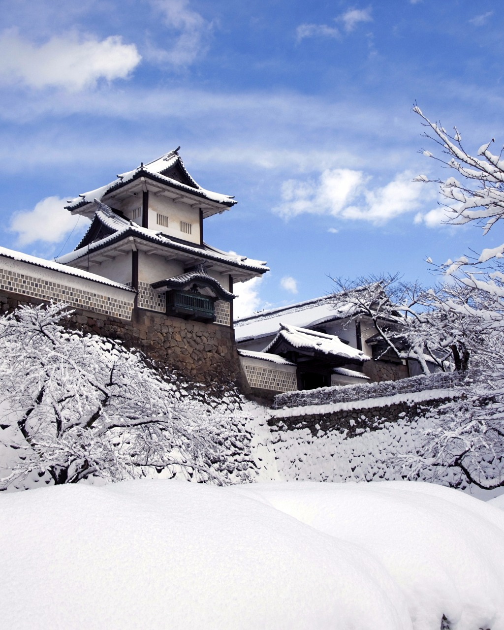 Japanese castle in winter city of Kanazawa