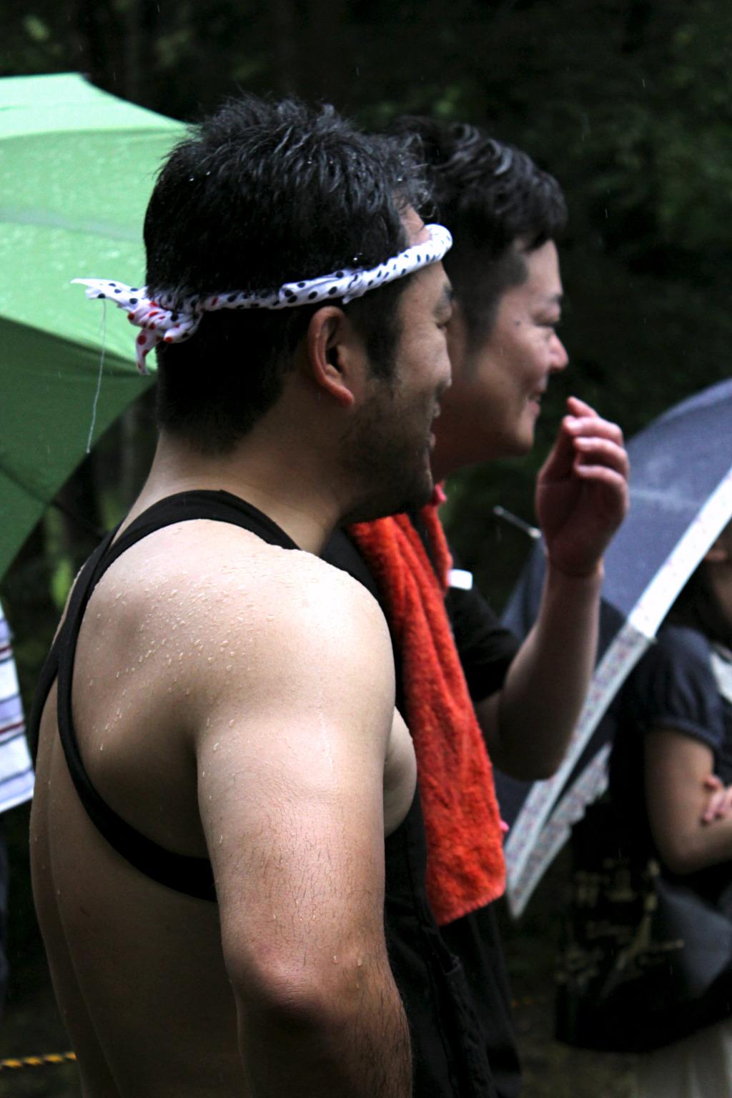 waiting runner in rain at Yuwaku's Summer Ice House Festival in Kanazawa