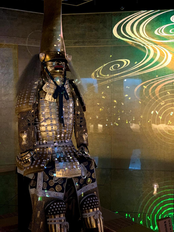 Golden samurai armor light show at Hakuichi Kakukoukan in Kanazawa