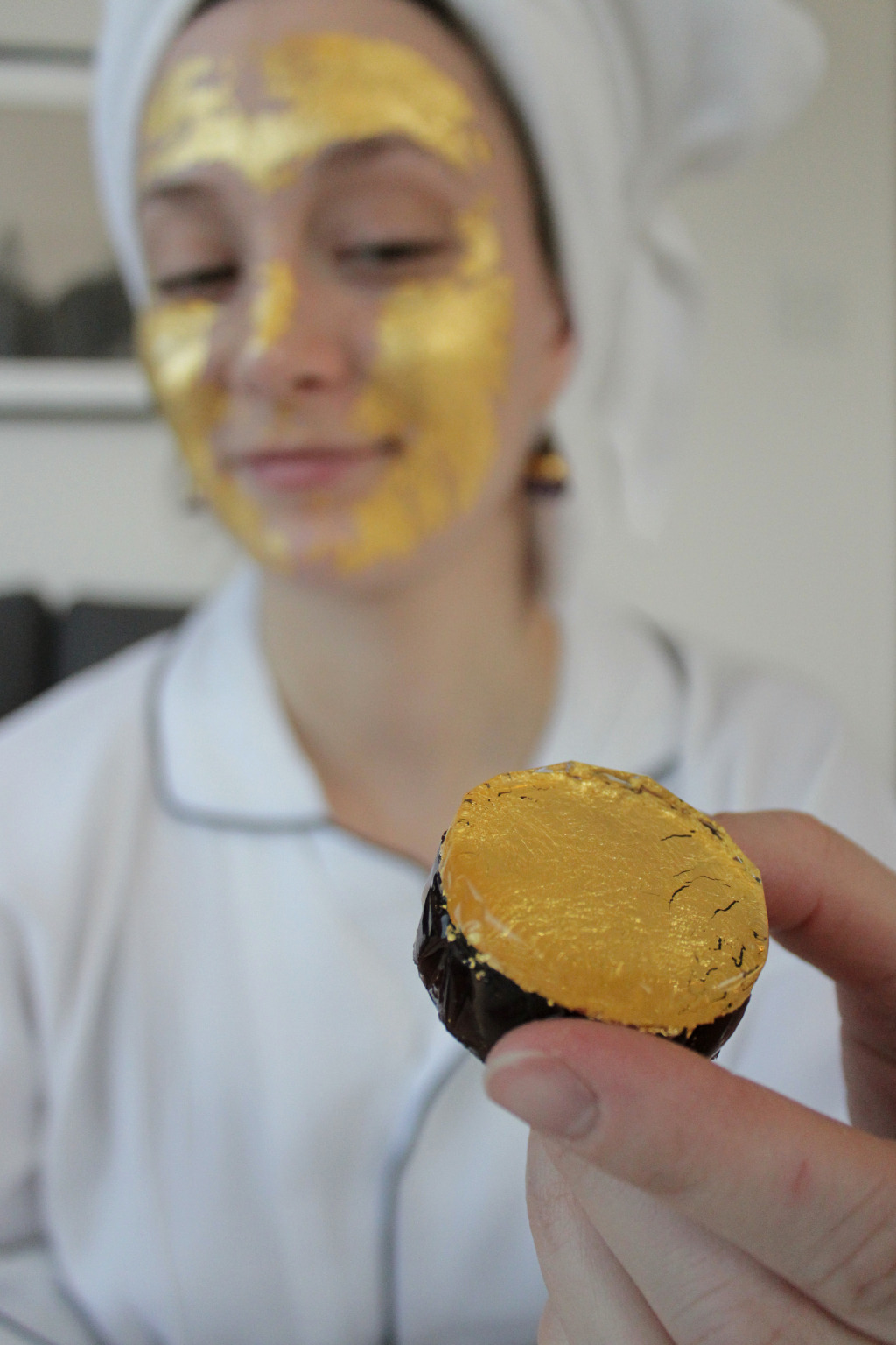 Jess tries the jelly gold medallion