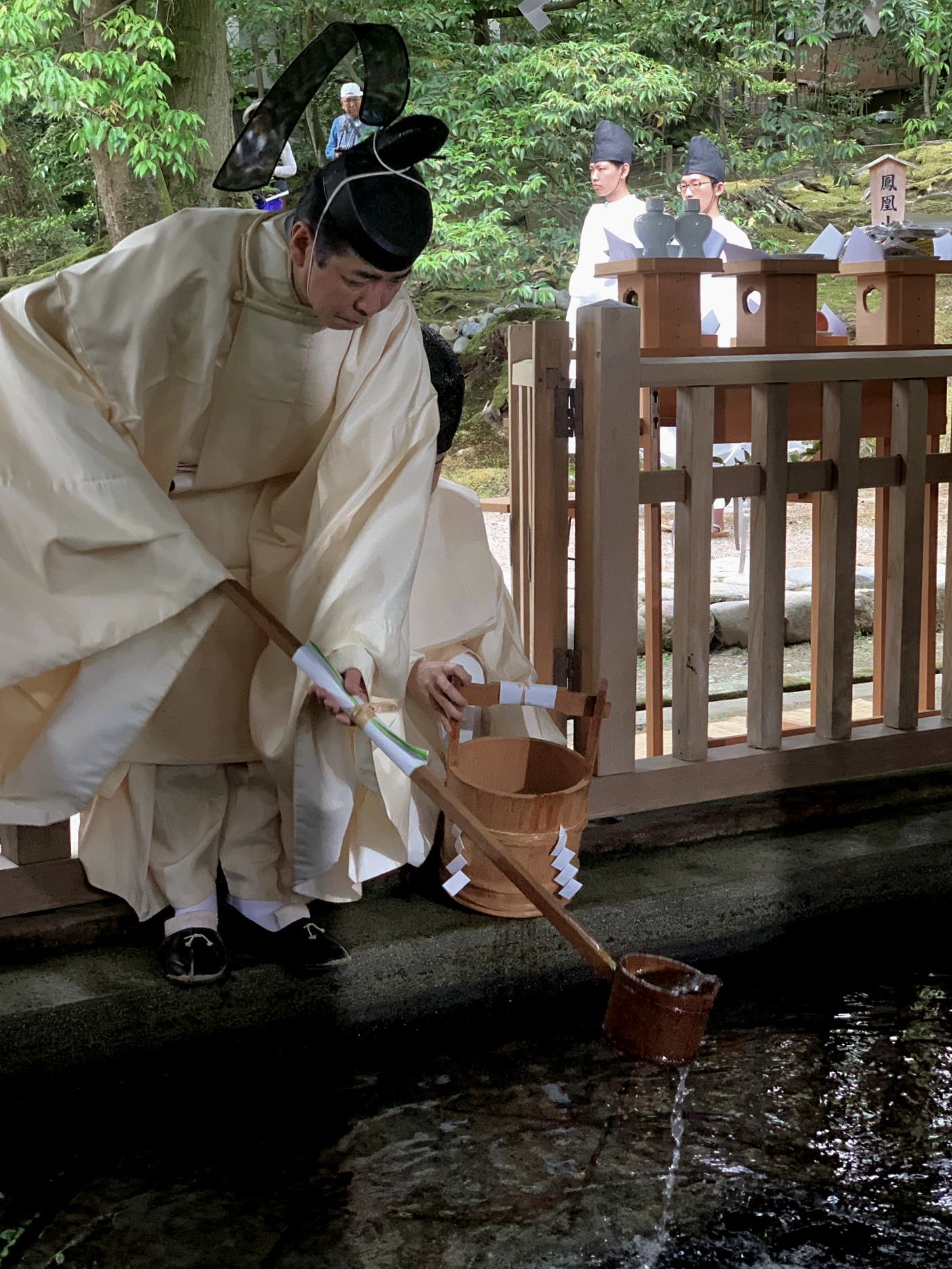 At the start of the Hyakumangoku Festival, water is drawn from the sacred well at Kanazawa Shrine