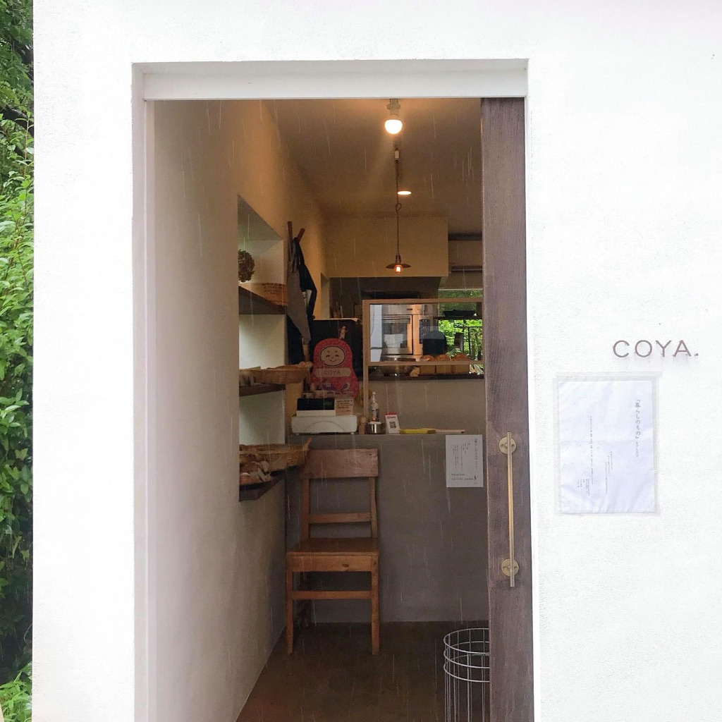 Coya bread shop entrance photo by Ayumi