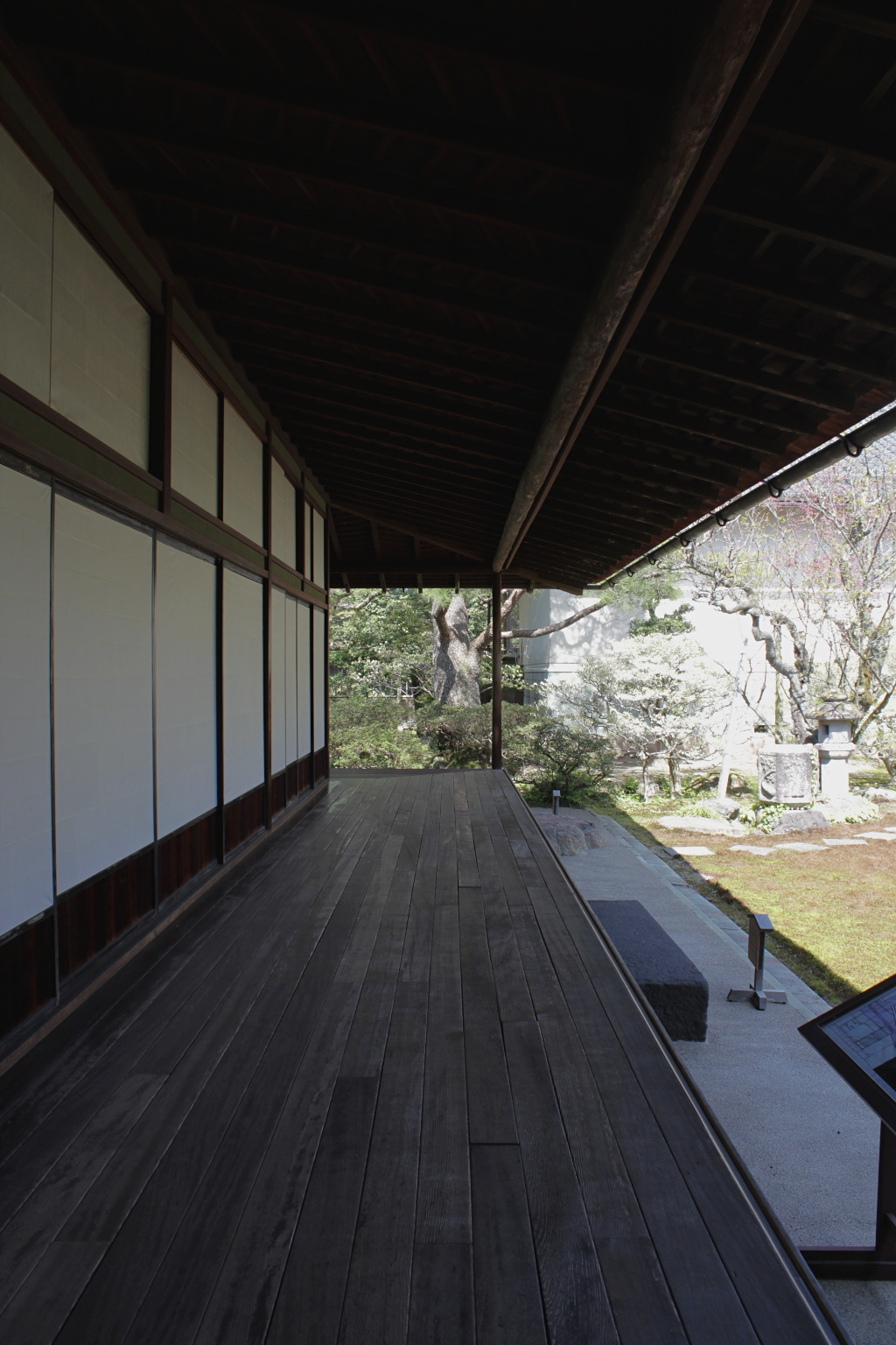 The veranda overlooking the exterior garden is of Meiji-era construction and is notable for it's lack of posts to support the bulk of its weight.
